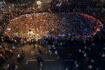 «Sans peur»: Barcelone manifeste massivement en réaction aux attentats