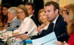 Macron, sous pression, ne veut pas «céder aux Cassandre»