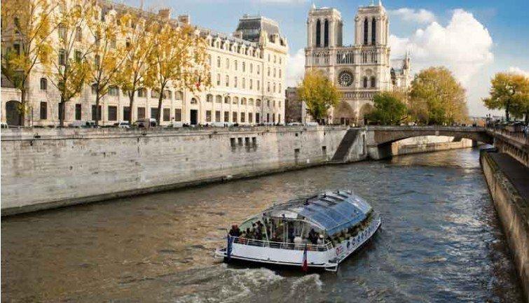 Croisière et diners sur la Seine,  un business florissant !